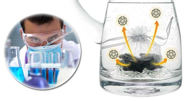 Forscher und Schungit-Wasser